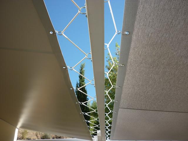 toile tissu soltis 92 en pvc pour se prot ger de la chaleur du soleil. Black Bedroom Furniture Sets. Home Design Ideas