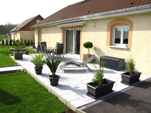 Amenagement exterieur terrasse maison for Amenagement jardin 300m2