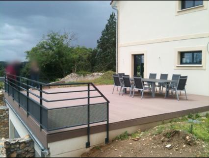 pergola alu avec store int gr pour ma terrasse expos e au vent. Black Bedroom Furniture Sets. Home Design Ideas