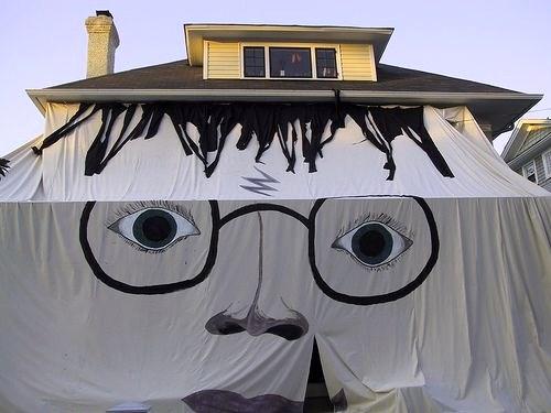 store ext rieur installation insolite originale bizarre ou sp ciale. Black Bedroom Furniture Sets. Home Design Ideas