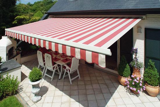 protection solaire avec un store banne pour ma maison de plain pied. Black Bedroom Furniture Sets. Home Design Ideas