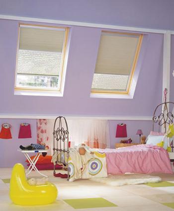 je n 39 arrive pas trouver un store occultant pour ma fen tre de toit. Black Bedroom Furniture Sets. Home Design Ideas