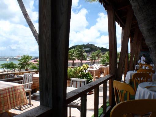 Pergola ou store ext rieur impermeable en terrasse de restaurant - Pergola impermeable ...