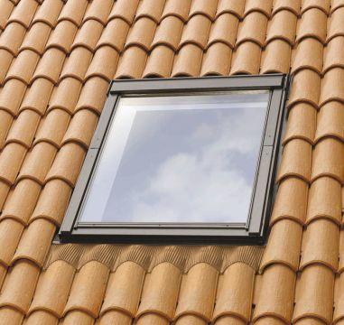 Fentre de toit velux toit du sud avec raccord edw for Joint mousse fenetre