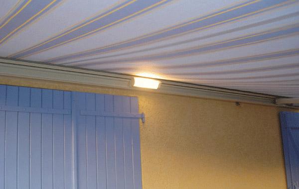 comparaison entre le store banne soliso hermes et brustor b 25. Black Bedroom Furniture Sets. Home Design Ideas